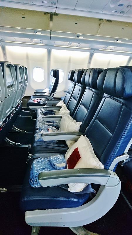 デルタ航空 機材 A330 300ER エコノミー シートピッチ