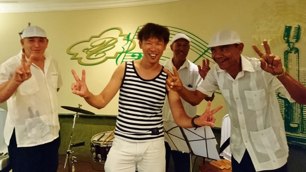 ハバナのホテル 生バンド