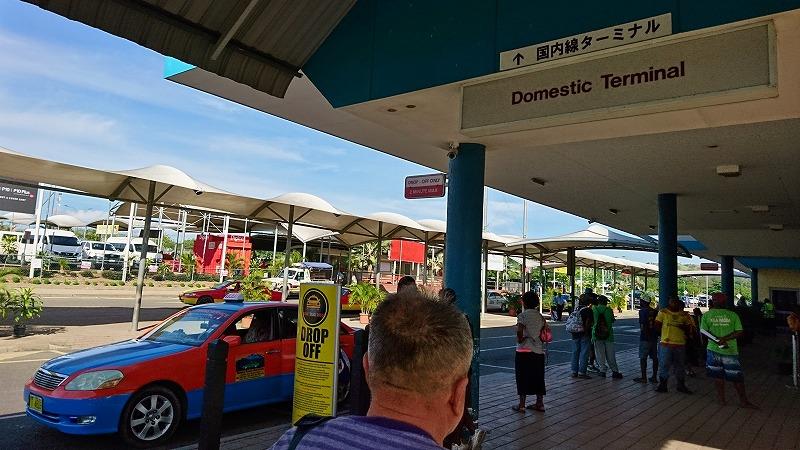 ポートモレスビー空港 タクシー