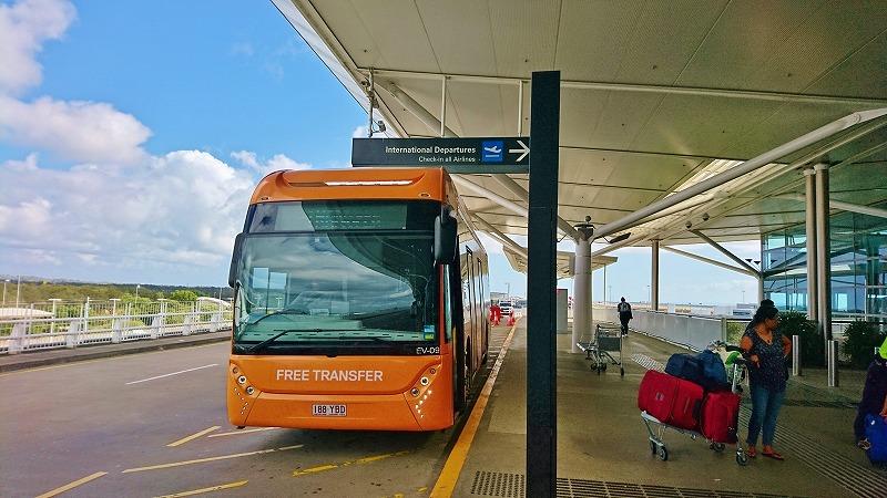 ブリスベン空港 ターミナル 移動 フリーシャトル バス 国際線 バス停