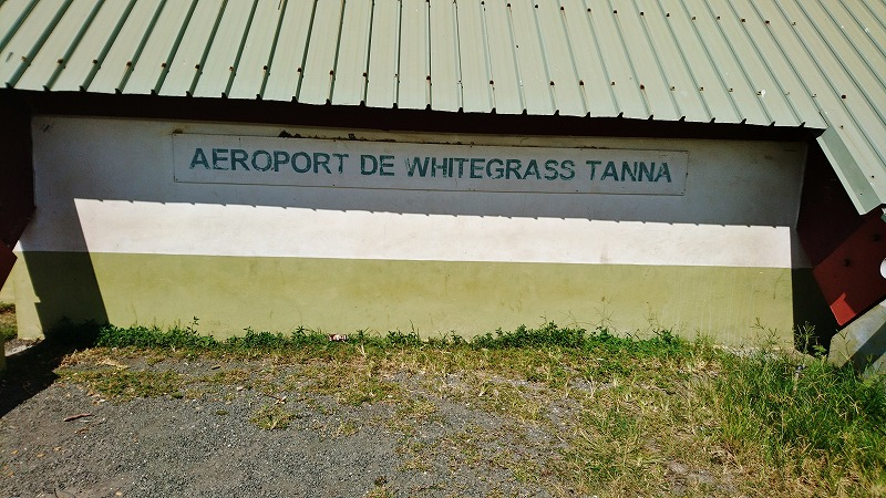 タンナ島 ホワイトグラス国際空港 バヌアツ ヤスール火山 行き方