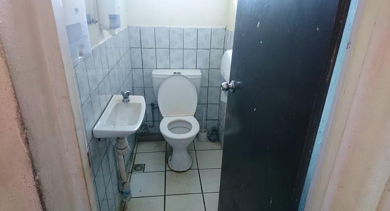 タンナ島 ホワイトグラス国際空港 トイレ バヌアツ