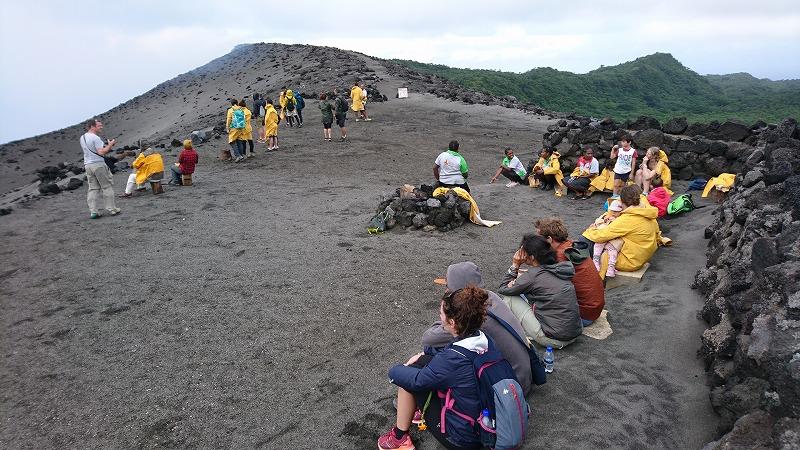 バヌアツ タンナ島 ヤスール火山 ツアー 行き方