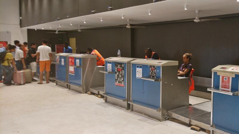 バヌアツ ポートビラ国際空港 国際線ターミナル チェックイン